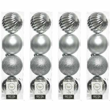 16x zilveren kerstballen 10 cm glanzende/matte/glitter kunststof/plastic kerstversiering