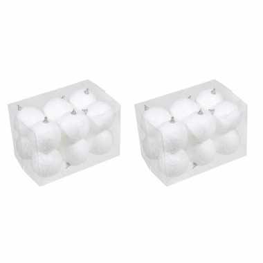 24x kleine kunststof kerstballen met sneeuw effect wit 7 cm