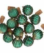 24x glazen kerstballen emerald groen met goud 6 cm