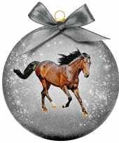 2x kunststof dieren kerstballen met paard 8 cm