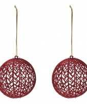 2x rode glitter draad rotan look kerstballen kunststof 9 cm