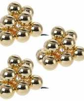 30x gouden mini kerstballen kerststukje stekers 2 cm glans