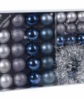 32x blauwe grijze tinten kerstballen 4 5 8 cm en kerstslinger folieslinger matte glanzende glitters plastic kerstversiering