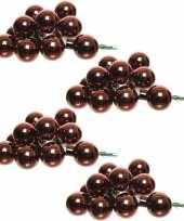 40x roodbruine mini kerstballen kerststukje stekers 2 cm glans